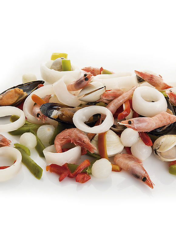 Paella preparation with vegetables